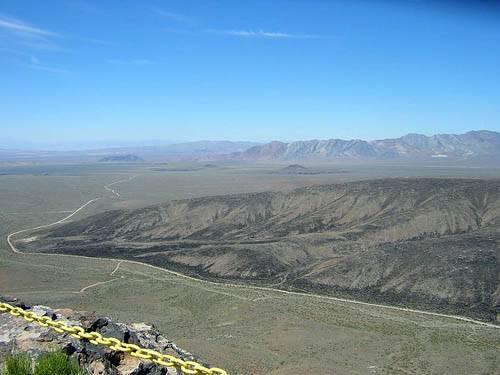Yucca kalnai žiūrint iš lygumos